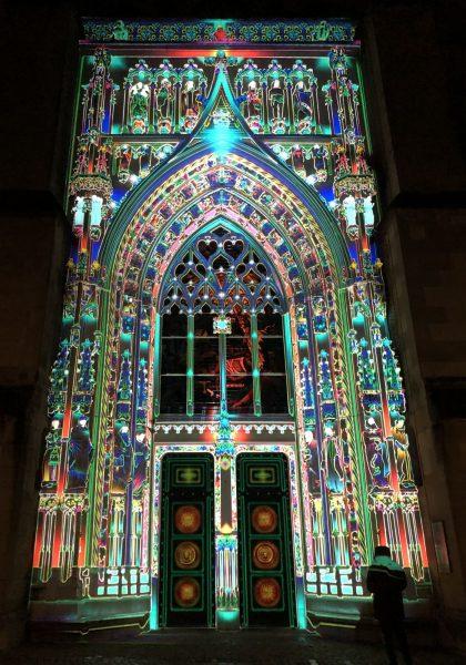 Lausanne lumières 2020 - porche de la Cathédrale